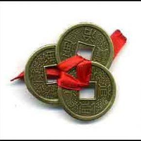 Monedas chinas lazo rojo