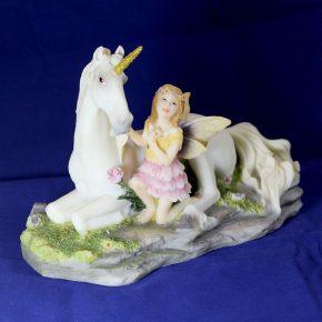 Hada con unicornio