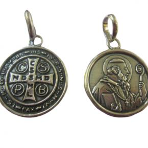 Colgante medalla san Benito plata