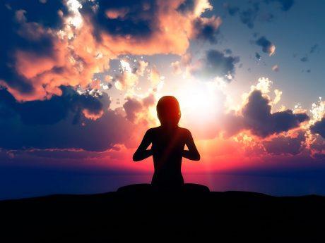 meditación al atardecer